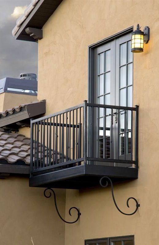 Black Metal Balcony Railing Idea In Modern Minimalist: Iron Balcony With Decorative Iron Brackets