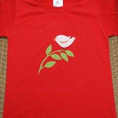 T-shirt taille 3-4 ans avec un oiseau sur sa branche en appliqué