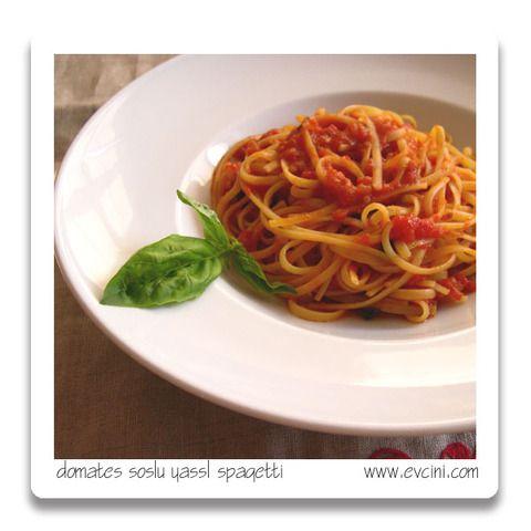 Domates soslu yassı spagetti (bavette ya da linguin)