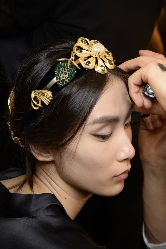Dolce & Gabbana Women Fall Winter Fashion Show 2015 2016: Backstage