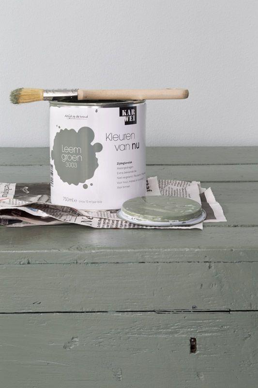 Karwei met deze leemgroene verf geef je je houten tafel een stoere uitstraling verf kleur - Hoe een verf kleur voorbereiden ...