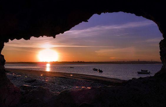 Buraco com vista para o pôr do sol