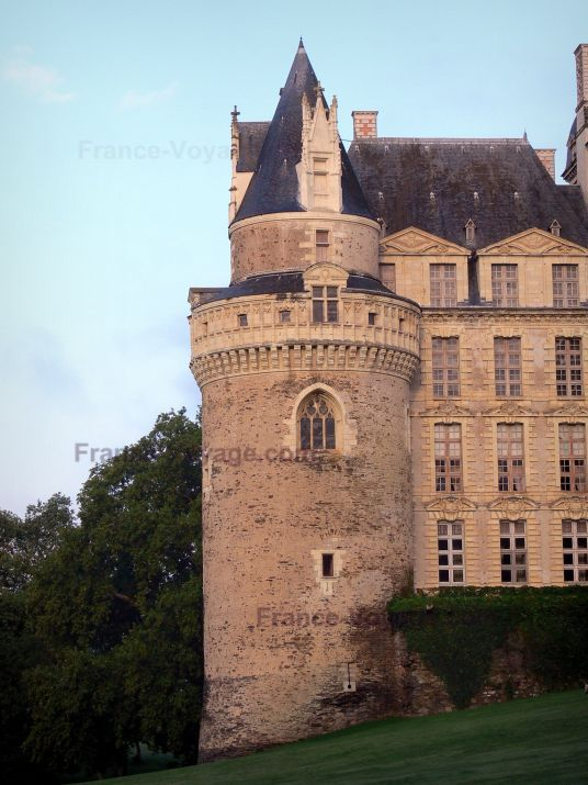 Château+de+Brissac:+Château,+à+Brissac-Quincé - France-Voyage.com