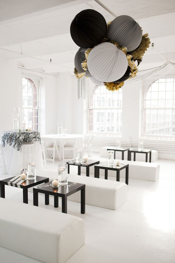 Look at this room! I love the giant paper decoration - all white black and gold - just the thing:) What a great party room. But I can see this hanging above my bed too. #paper #party_styling #decoration #gold