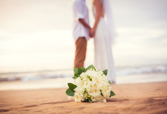 Like any bride-to-be, Sam O'Hanlon-Videau didn't leave anything to chance when she planned her destination wedding in Hawaii. - http://elliott.org/should-i-take-the-case/flipkey-sends-bride-packing-can-this-wedding-be-saved/