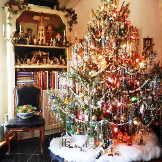 40 Christmas Tree Decorating Ideas To Copy Vintage Christmas Decorations Tinsel Christmas Tree Vintage Christmas Tree