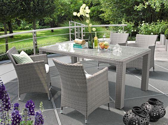 das perfekte pl tzchen zum fr hst cken mit gartenm bel von bauhaus balkon terrasse. Black Bedroom Furniture Sets. Home Design Ideas
