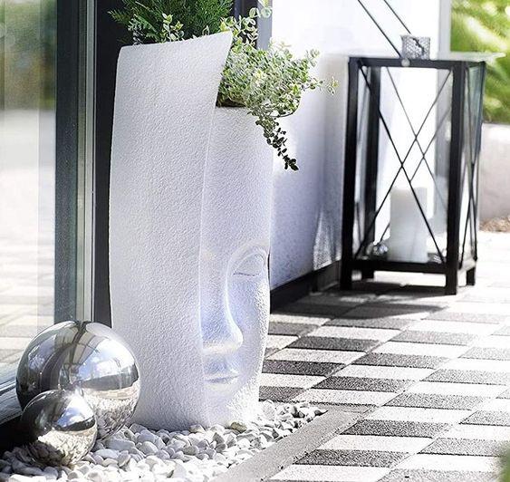 Kobolo Übertopf Blumentopf Pflanzgefäß - FACE - weiß - Polyresin - 80 cm Blickfang- Unser Pflanzgefäß aus Frost- und Wasserbeständigem Polyresin, in weiß, ist ein Hingucker in jedem Bereich Allrounder - Dieser Übertopf ist vielseitig einsetzbar und wird sowohl Ihren Wohnbereich als auch Ihre Terrasse oder Ihren Balkon optisch aufwerten Nordic - Selbst ohne Pflanzen ist diese Vase ein tolles Wohnaccessoire und ein echtes Hightlight Zeitlos - Durch das klare Design