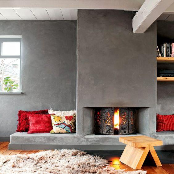 mur en argile et cheminée
