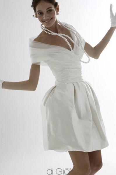 85 vestidos de noiva curtos lindos e modernos que vão te impressionar! Image: 58