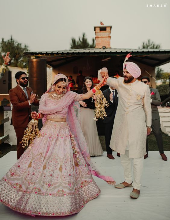 A Gorgeous Chandigarh Wedding With A Bride In Pastel Pink!