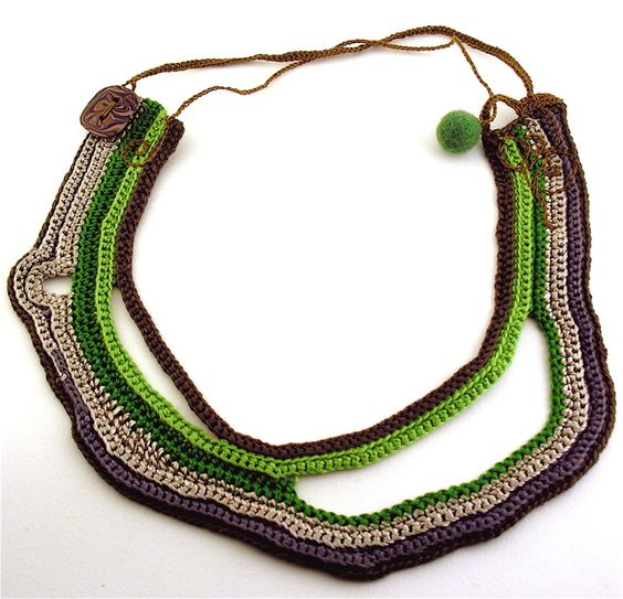Pupucho - crochet necklace