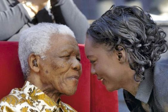 """Rama Yade:  """" Après une première rencontre en 2007 à l'Elysée, Nelson Mandela m'invite à Johannesburg pour célébrer son anniversaire l'année suivante. Un moment inoubliable.  J'atterris à Johannesburg le 8 juillet 2008. Quelques jours plus tôt, j'ai reçu une invitation de Nelson Mandela, envoyée à Denis Pietton, alors ambassadeur de France en Afrique du Sud, pour venir fêter son 90 ieme anniversaire au lycée français Jules-Verne."""""""