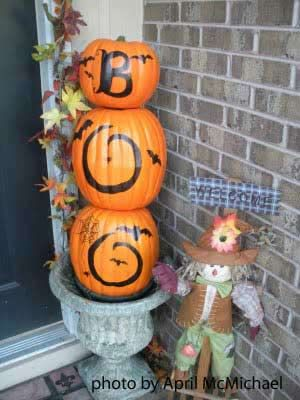 front porch decor: Fall Decoration, Pumpkin Idea, Halloween Idea, Boo Pumpkin, Outdoor Halloween Decorations, Holiday Decor