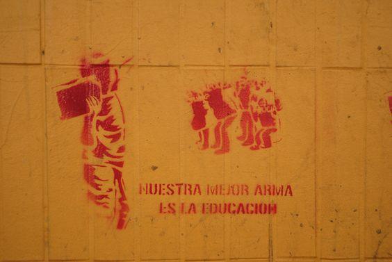 Stencil en las paredes del gran Santiago