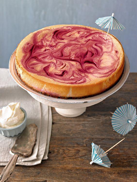 Cremiger Cheesecake mit fruchtigem Himbeerpüree