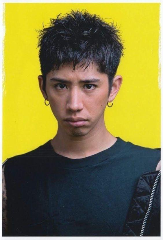 ワンオクtakaの髪型 2020最新 短髪ショート パーマまでセット オーダー方法を解説 Slope スロープ Taka 髪型 ワンオク Taka 髪型 男性の髪