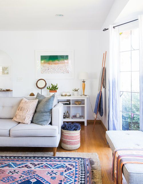 Modern Eclectic Living Room With Pink And Blue Rug Haley Weidenbaum Casual Living Room Design European Home Decor Living Room Furniture Layout