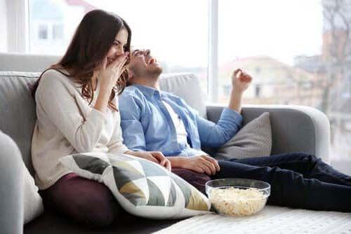 Cómo mejorar la vida de una pareja en cuarentena. Formarse.Un sitio para crecer