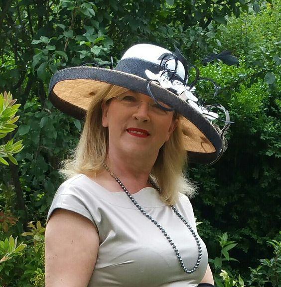 #Mariola #Liebchen #COUTURE #MILLINERY #HUTMACHER #Kapelusz #Hut #Hat #Feder #Blumen #modniarka #Hochzeit #Wedding #Hats #Pferderennen #Anlasshüte #Stroik #Stroikslubny #Slub #Sinamay #Modistin #Strohhut