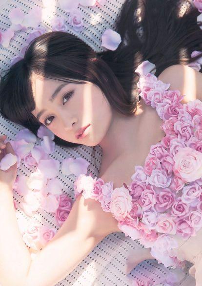 薔薇の服を着た橋本環奈