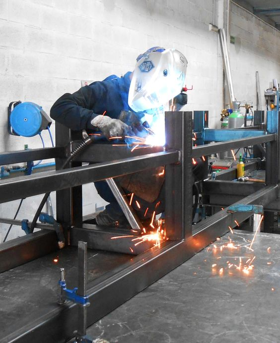 Soldador en Ibarkalde S.L #welder #welding #iron #soldador #soldaduras #hierros