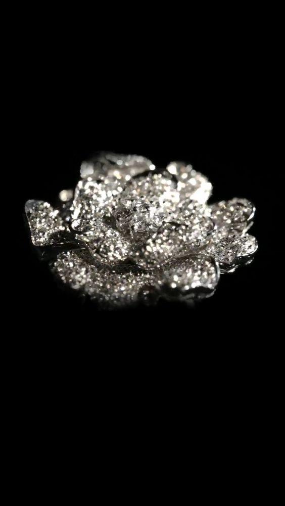 Made in Italy ... Con orgoglio!! Thanks to LeoPizzo!! Gioiello con diamanti , passione e tanta naturale bellezza! https://m.facebook.com/story.php?story_fbid=432028516935072&id=151970388274221