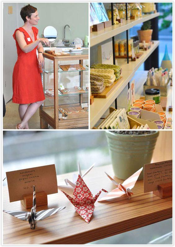 blocs de bois pour cartons descriptifs de produits dans la boutique