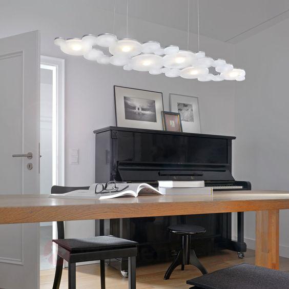 Satinierte Acryl-Elemente und eine Platte aus geschliffenem Aluminium formen eine Leuchte im fantasievollen, modernen Design. #dream #lamps #design #home #Beleuchtung