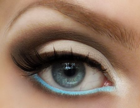 sheer base. highlight on the inner corner. smoked crease/outer V. light blue on the water line.