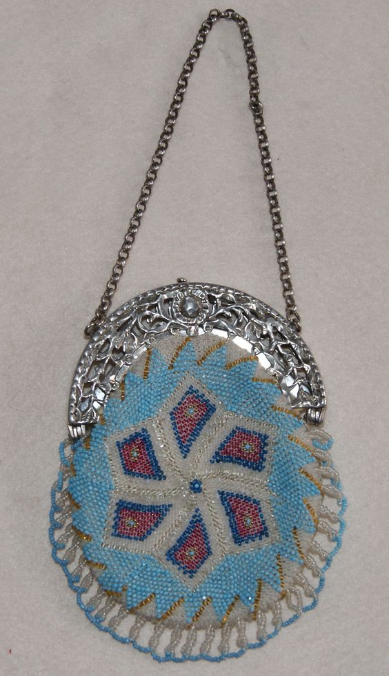Knitted purse with antique beads, Dutch antique silver frame Anno 1868. Made by Tineke Nieuwenhuijse. Collection Tineke