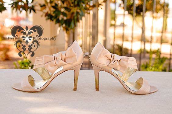 That's a cute way to show the wedding shoes and ring.