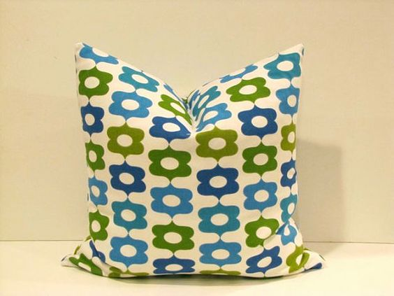 Love this retro print pillow cover.