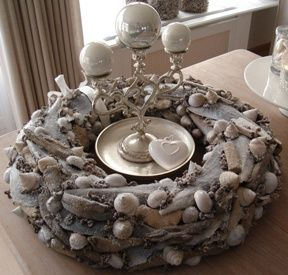 Wreath with shells and driftwood - made by Elisense