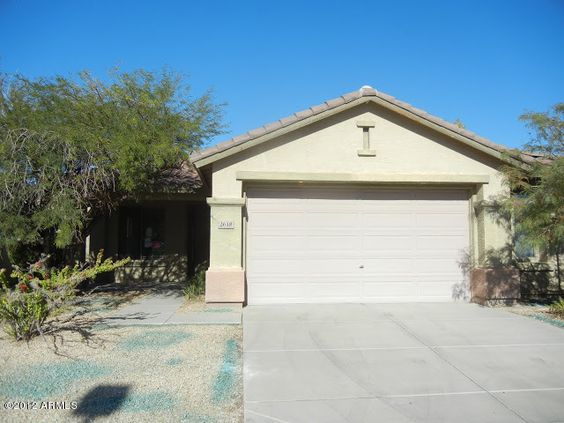 Move-in ready! New carpet, new interior paint throughout, 2 bedroom plus den, 2 bath, single-story home in Anthem Parkside. See more @ www.desertrealtygroup.com #realestate #Anthem