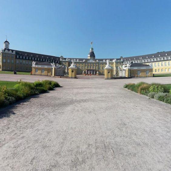 Unser Schloss im 360 Grad Panorama bei strahlendem Sonnenschein und 37 Grad. Sonne pur und kein Wölkchen am Himmel zu sehen einfach traumhaft oder?