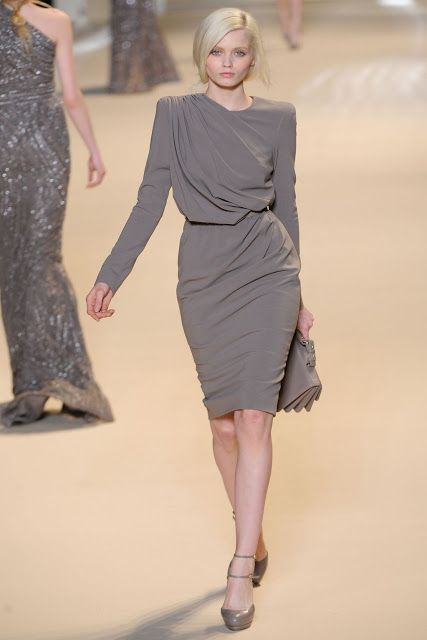 Elie Saab's grey dress for Fall 2011 collection on catwalk ♥ Pinterest : Elisa Gyn