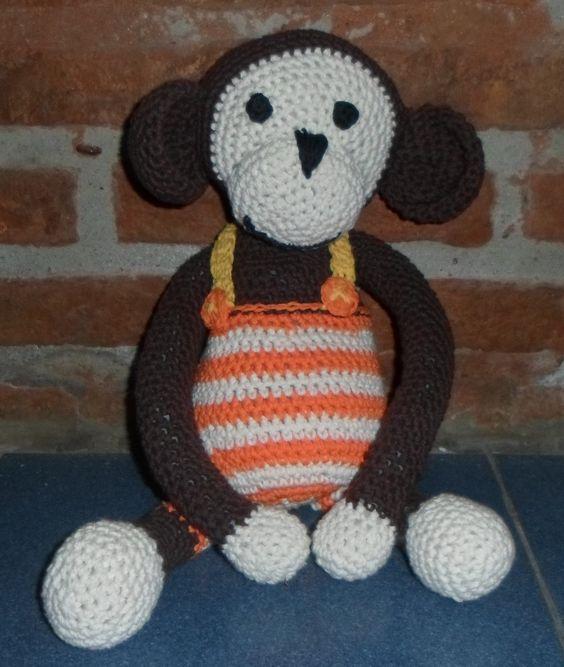 Mono tejido al  crochet con hilo de algodón, relleno con vellón siliconado..