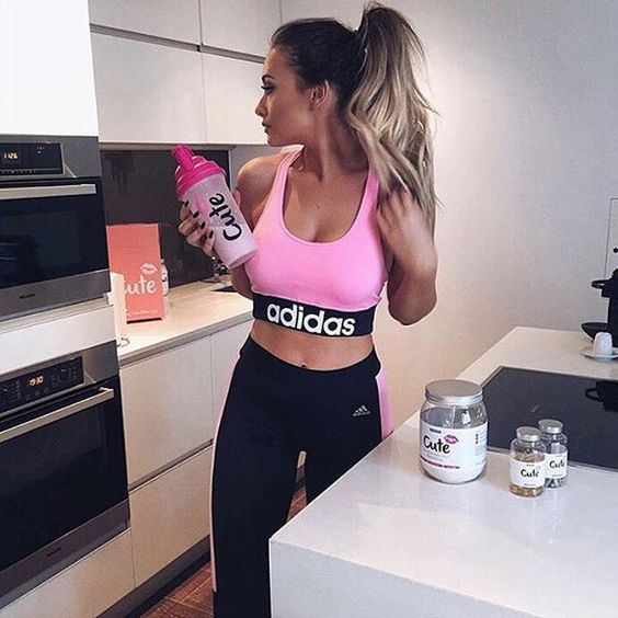 WEBSTA @ sarahhashcroft - #tb to when I started using @cutenutrition shakes and I still swear by them to this day! For those asking I've lost over a stone using their weight loss shakes alongside exercise 💪🏼 get 10% off with code: SARAH10 #cutenutrition #ad #weightloss