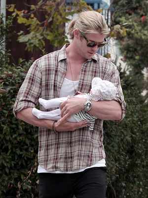 Chris Hemsworth and his daughter, India Rose.  I CANNOT HANDLE THE CUTENESS!