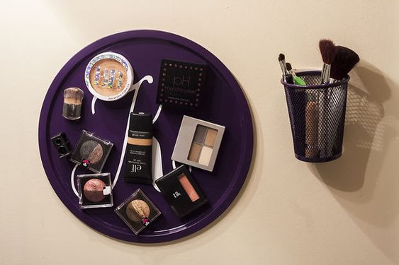 Is your makeup stash taking up valuable bathroom counter real estate? Make this magnetic makeup board and store your makeup on the wall!