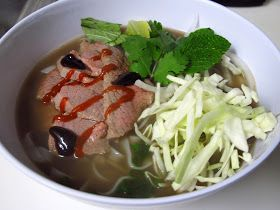 I Believe I Can Fry: Phở bò (Vietnamese Beef Noodle Soup)... In a Slow Cooker!