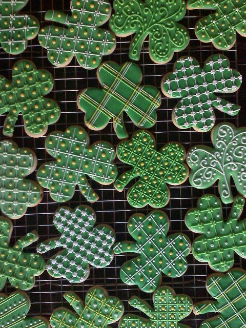 shamrock cookies Repinned By:#TheCookieCutterCompany