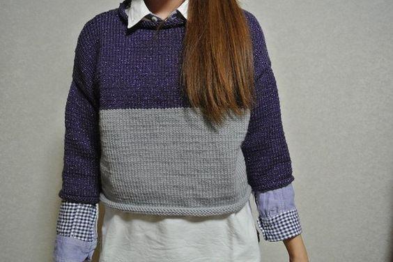 紫のラメ混じり糸とグレーの丈短めセーターです。脇下は編み方が違います。たっぷりしたサイズで素敵です。身幅55センチ、着丈45センチ。|ハンドメイド、手作り、手仕事品の通販・販売・購入ならCreema。