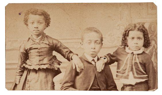 Crianças negras, em 1891. Foto de Militão Augusto.