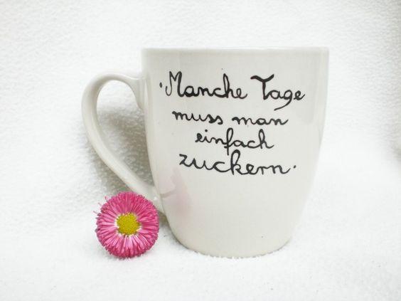 """Ein Blickfang der besonderen Art!     Liebevoll von Hand beschriftete Tasse:    """" Manche Tage muss man einfach zuckern """"    Farbe :        naturweiss"""