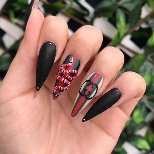 Black Gucci Nails With A 3d Snake Beautifulshortnailsdesign Gucci Nails Crazy Nails Nail Designs