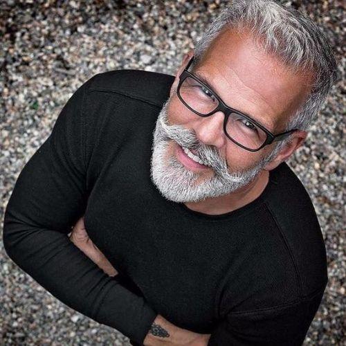 Con guapos hombres barba mayores