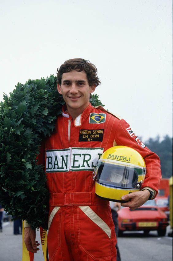 Senna com seu inconfundível capacete.