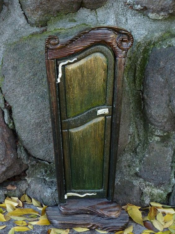 Beautiful secret door i know it 39 s in stone but it kind of for The little fairy door